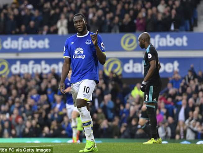 MU, Chelsea cùng ra giá 'khủng' mua Lukaku: Trớ trêu!