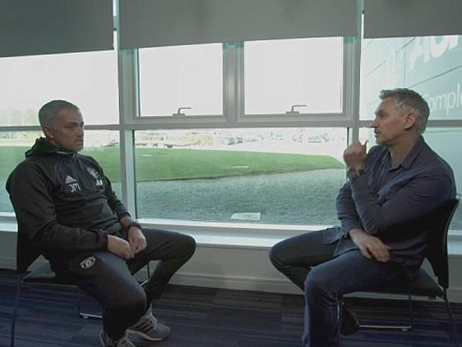 Mourinho chỉ trích Van Gaal sai lầm trong chuyển nhượng