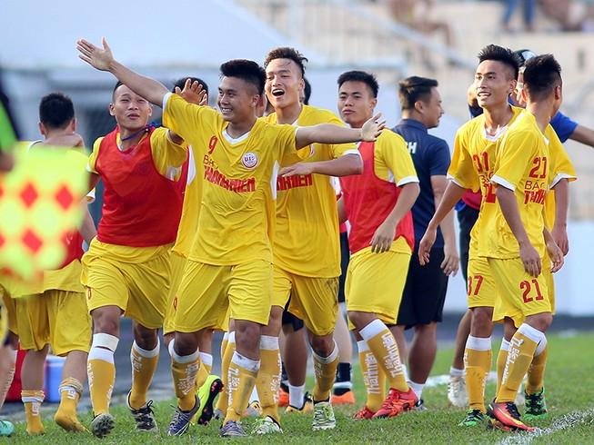 Siêu phẩm giữa sân giúp U-19 Hà Nội ngược dòng hạ PVF