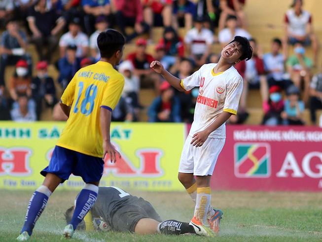 VCK U-19 quốc gia: PVF loại SL Nghệ An