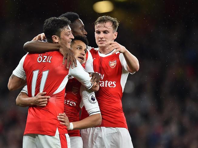 Arsenal thắng vẫn trắng tay