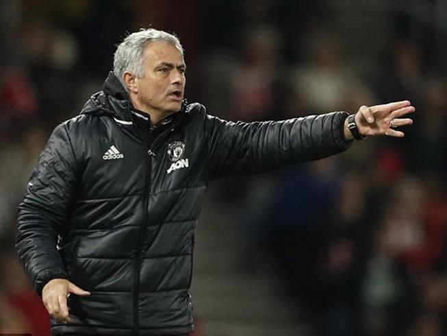 Sốc: Mourinho cầu xin đối thủ nhẹ tay với MU