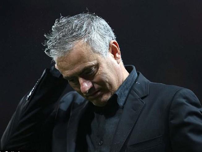 Mourinho vừa lo vừa giận dù MU thắng to