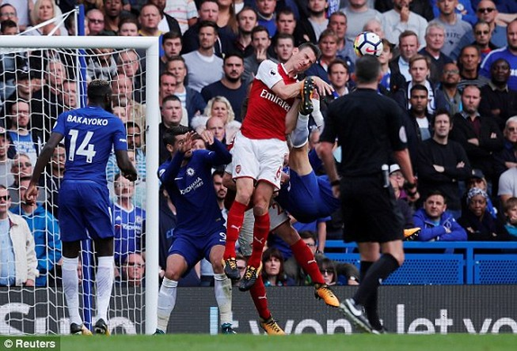 Chelsea và Arsenal 'níu chân' nhau ở derby London