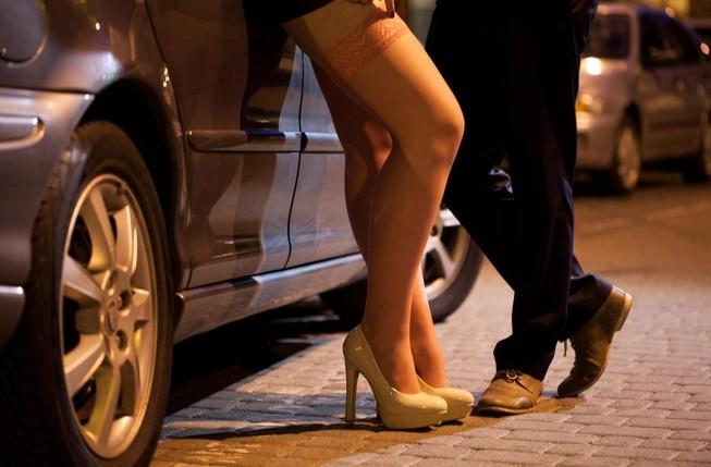 Vì vé World Cup, dùng gái mại dâm phá sức đối thủ?