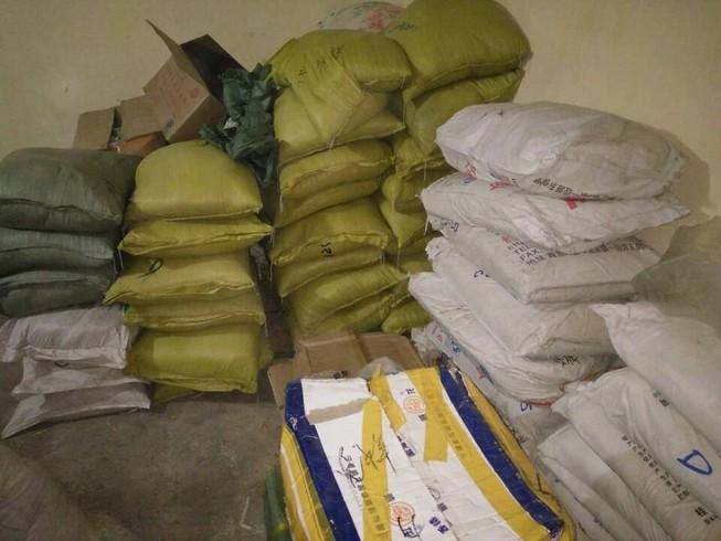 Tạm giữ hơn 2,5 tấn phụ gia làm bim bim không rõ nguồn gốc