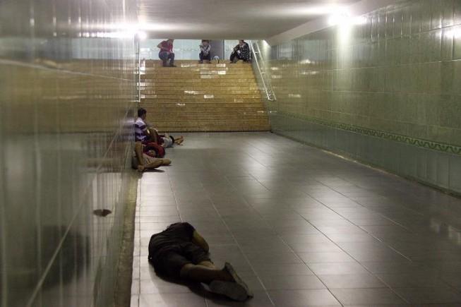 Chùm ảnh: 101 kiểu người Hà Nội trốn nắng nóng kỷ lục