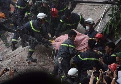 Hiện trường vụ sập nhà 4 tầng gần phố cổ Hà Nội