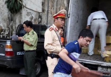 Hà Nội: Bắt giữ 20 kiện hàng gỗ trắc
