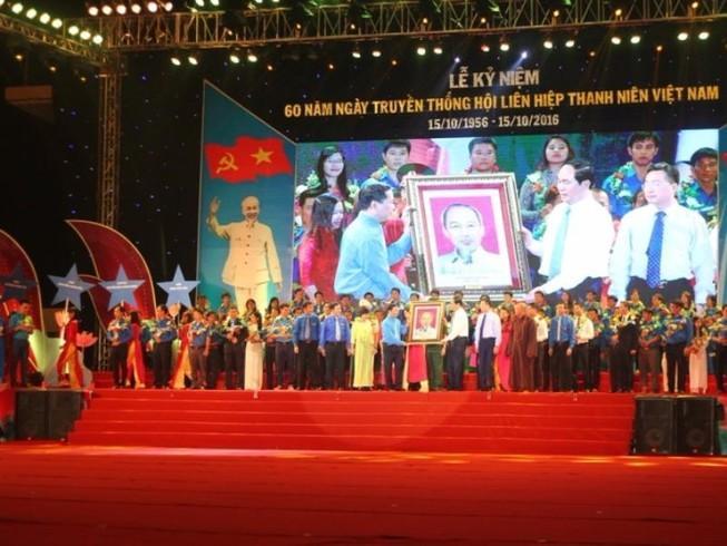 Tặng huân chương Hồ Chí Minh cho thế hệ thanh niên VN