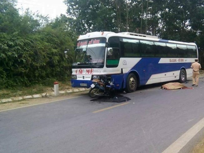 Một buổi chiều 2 vụ tai nạn liên tiếp, 3 người chết