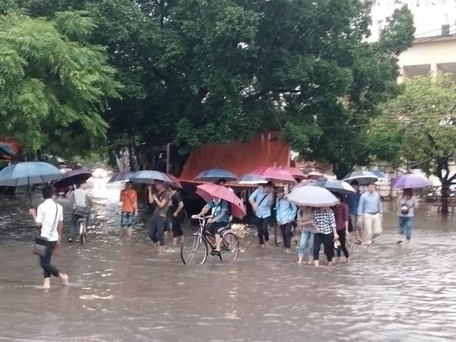 Cho học sinh nghỉ học đối với vùng bị lũ lụt