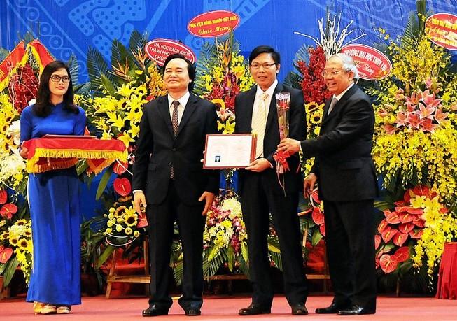 Việt Nam có thêm 65 giáo sư, 638 phó giáo sư