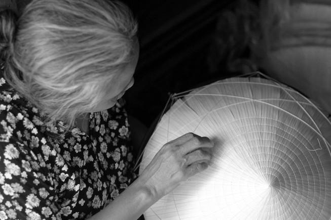 Những điều ít biết về nghề làm nón lá làng Chuông