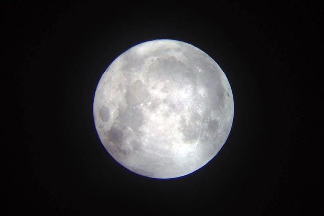 Hà Nội hứng thú ngắm siêu trăng
