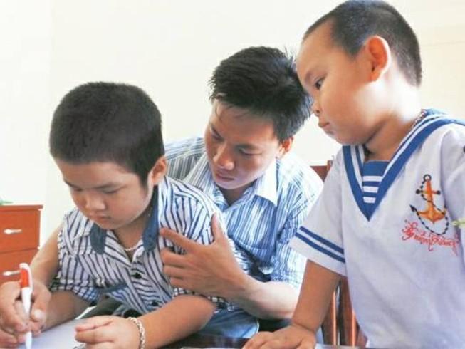Thầy giáo trẻ và quyết tâm dạy học ở đảo Song Tử Tây