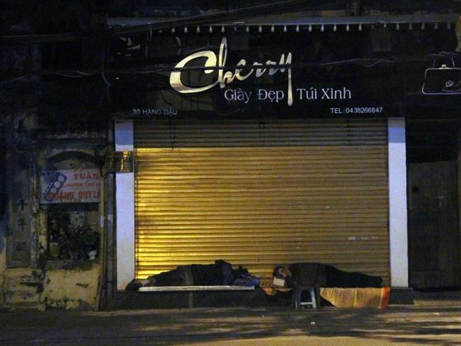 Hà Nội: Những phận đời trong đêm lạnh giá