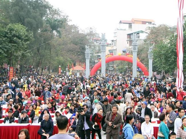 Hàng ngàn người dân dự lễ hội Gò Đống Đa
