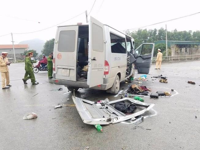 Ô tô đám cưới bị nạn, 14 người thương vong