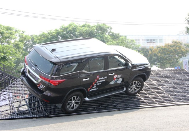 Sôi động chương trình trải nghiệm xe mới của Toyota
