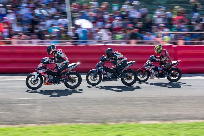 Tưng bừng giải đua xe mô tô Honda ở Tuy Hòa