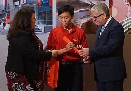 Quán quân Olympia 2016 nhận thêm học bổng trị giá 172.600 đô la Úc