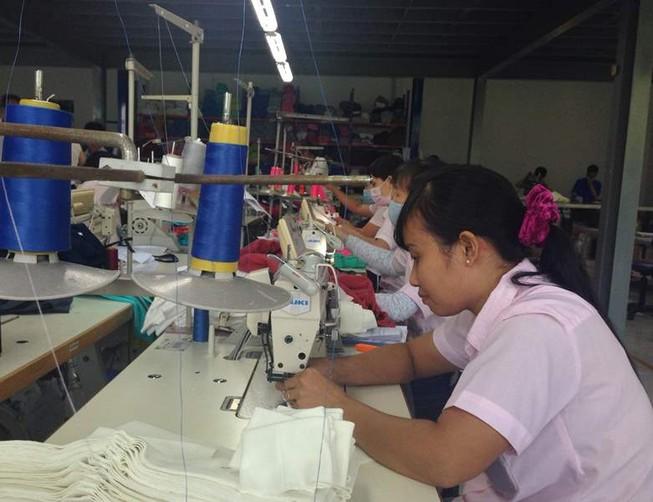 Công nhân ngành may mặc giảm áp lực tăng ca