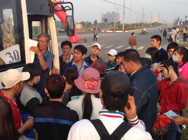 Hỗ trợ 7.000 vé xe cho công nhân về tết