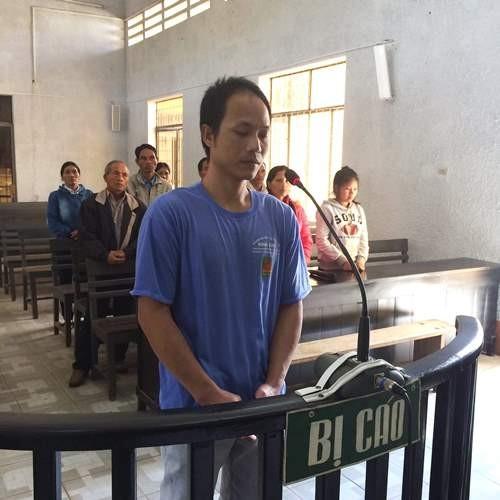 Gã dượng đồi bại dùng vũ lực hiếp dâm con riêng của vợ