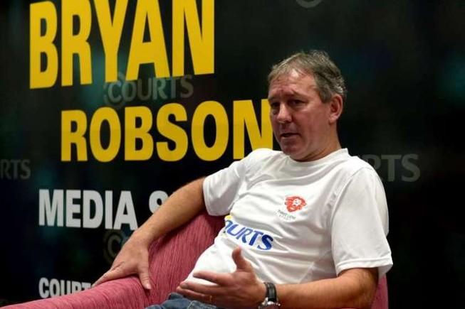 Robson đề nghị thầy trò Van Gaal phải biết giữ thương hiệu MU