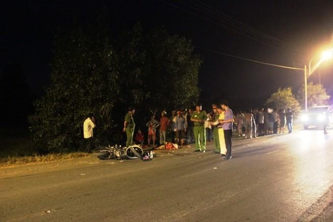 Thương tâm: Va chạm xe tải, hai vợ chồng trẻ mất con