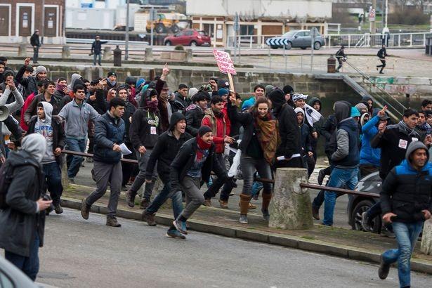 Pháp: Người nhập cư chiếm cảng
