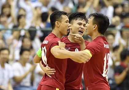 Thắng kịch tính Malaysia, Futsal Việt Nam 'đòi nợ' thành công