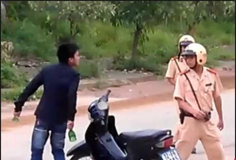 Củng cố hồ sơ khởi tố hai thanh niên vi phạm giao thông lại tấn công CSGT