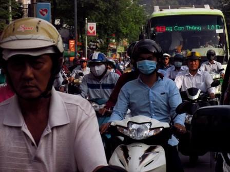 Người Sài Gòn mệt mỏi với 'điệp khúc' kẹt xe hằng ngày