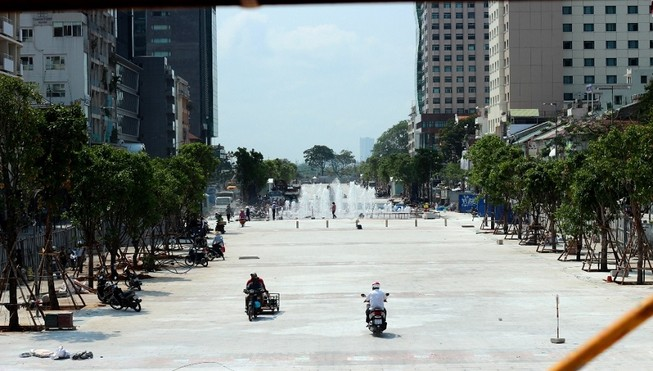 Phố đi bộ Nguyễn Huệ đang chạy nước rút