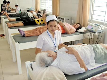 Chuyển từ ban ơn sang cung cấp dịch vụ cho người bệnh