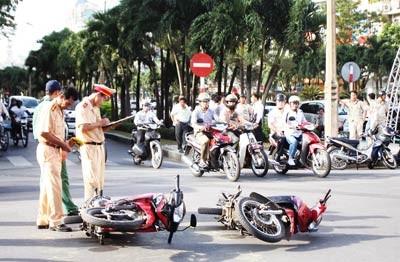 Gần 100 người chết vì tai nạn giao thông trong bốn ngày lễ