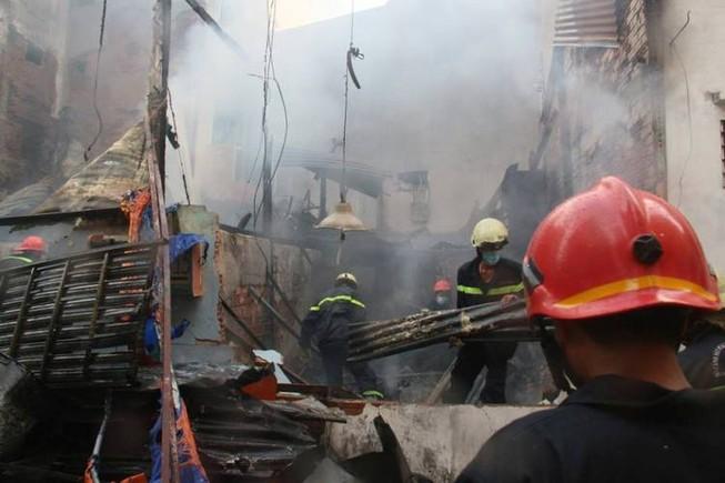 Giải cứu thành công sản phụ thoát khỏi đám cháy lớn