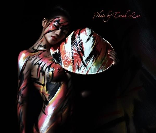 Thưởng thức nghệ thuật body painting qua những tác phẩm nóng bỏng
