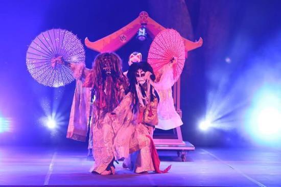 Ảo thuật đỉnh cao Nhật Bản – Ai&YuKi tặng chuông thần cho khán giả Sài Gòn