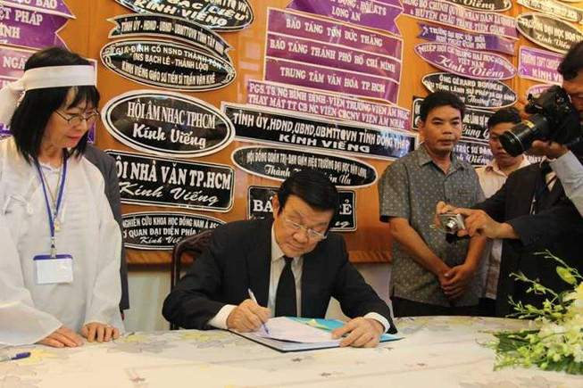 Chủ tịch nước Trương Tấn Sang viếng GS.TS Trần Văn Khê