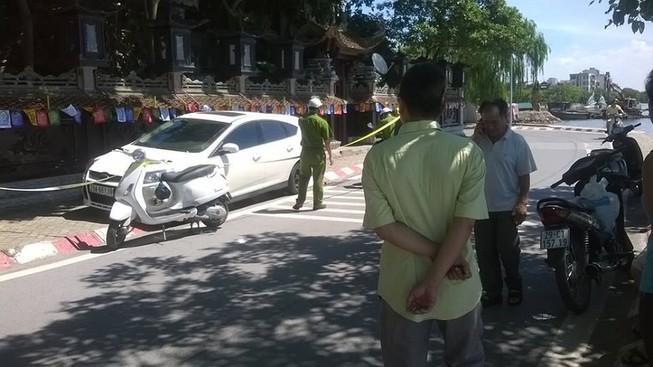 Một người đàn ông gục chết bất thường trên xe ô tô