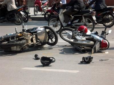 Dừng xe không đúng chỗ làm bạn gái ngồi sau tử vong