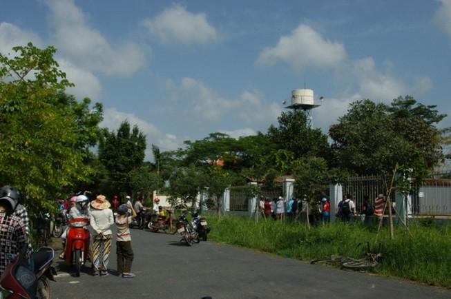 Di lý nghi can thảm sát Bình Phước khỏi UBND xã Nhị Bình