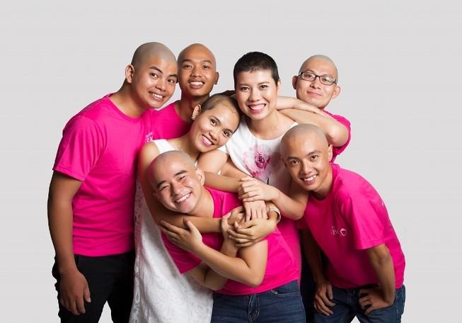 Cạo đầu để chia sẻ với bệnh nhân ung thư vú