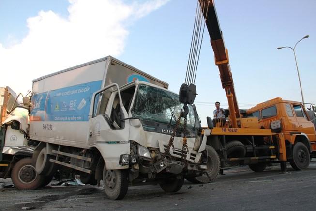 Năm người bị thương, bảy xe móp méo vì tai nạn liên hoàn