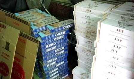 Bắt hơn 1.000 bao thuốc lá lậu tại cửa hàng tạp hóa