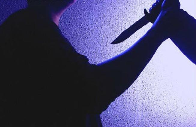 Bị đánh, dùng dao đâm chồng cũ