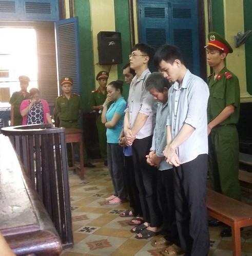 Xử nặng nhóm người nước ngoài giả cảnh sát lừa đảo